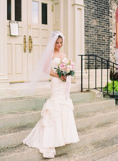 Bride in Monique Lhuillier Mermaid Gown | photography by http://olivialeighweddings.com