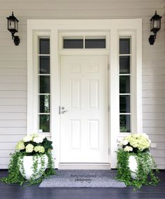 The door with Windows Outdoor Pots, Outdoor Spaces, Outdoor Living, Outdoor Decor, Front Door Design, Diy Garden Decor, House Front, Porch Decorating, Beautiful Homes