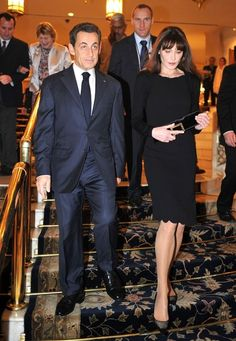 French president Nicolas Sarkozy and first lady Carla Bruni are welcomed at the Taj Palace. After a wardrobe change they depart for an official dinner at Panchavati, Prime Minister Manmohan Singh's residence. (December 5, 2010)