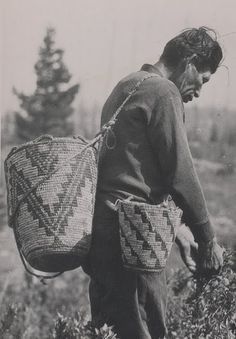 Cowlitz man picking Huckleberries - circa I new there was a reason I loved… American Crow, Native American Men, American Spirit, American Life, Native American Baskets, Aboriginal Culture, Arte Popular, Star Quilts, Native Art