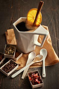 Dzięki gotowej saszetce błyskawicznie zamienisz zwykłą czarną kawę w egzotyczny hit.  winter orange