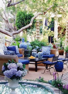The blues are bold and eye-catching,  and the small round pond is a nice touch, but the round rings around the columns and the foliage are what truly make this perfect.