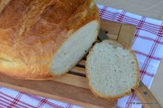Paine de casa traditionala ungureasca | Savori Urbane Favorite Recipes, Food, Cabana, Breads, Sweets, Bread Baking, Essen, Bread Rolls, Cabanas