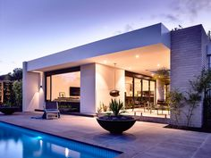 Alphington House in Melbourne 11 - e-architect Contemporary Architecture, Architecture Design, Modern Exterior, Interior Modern, Pool Houses, Modern House Design, Luxury Homes, Outdoor Living, Mansions
