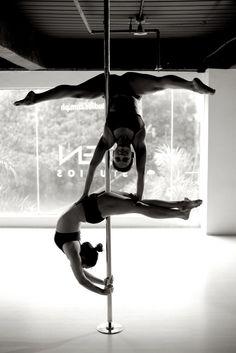 Aleksandra Wasążnk, Poland I started Pole Dance in August 2012 :) Aerial Dance, Aerial Hoop, Aerial Arts, Aerial Silks, Pole Dance Moves, Pole Dancing Fitness, Pole Fitness, Sexy Poses, Pilates