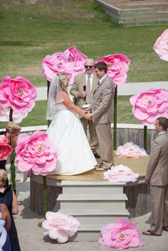 giant paper flowers at the ceremony | Meaghan Elliot #wedding