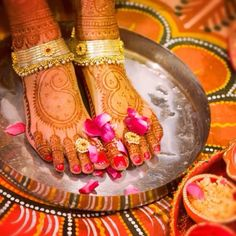 Colourful Hina ( Mehndi ) on Foot with Payal ( Janger ) In Tradition of Pak.India Etc Occasion. Toe Ring Designs, Anklet Designs, Mehandi Designs, Indian Bridal Wear, Bridal Mehndi, Mehndi Party, Henna Mehndi, Henna Art, Anklet Jewelry