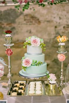 Vibrantly Beautiful Wedding Cakes - MODwedding
