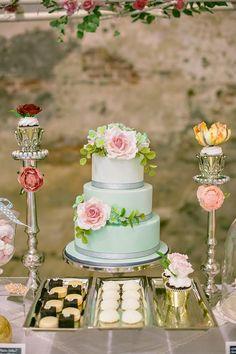 Vibrantly Beautiful Wedding Cakes - MODwedding