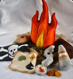 Felt Pirate Campfire. Ethan would love this! Pretty easy to make a pattern for to....I think