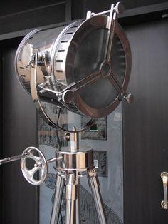 PHOTOGRAPHER'S FLOOR SEARCHLIGHT SPOTLIGHT WITH REVOLVING TRIPOD STEEL BIG LAMP