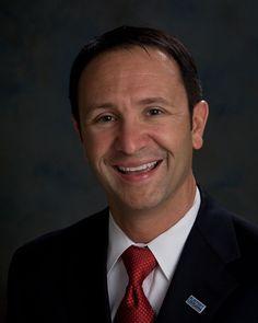 El fiscal general del estado de Luisiana consigue la derogación de una ordenanza contra la discriminación laboral de la comunidad LGTB en una continuada actitud homofóbica a pesar de que su propio hermano menor es gay.