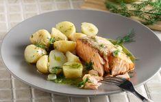 Ψήνομε για 10' το ψάρι μας και το σερβίρουμε με το αρωματικό λαδολέμονο και την αγαπημένη μας σαλάτα. Καλή όρεξη!