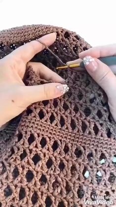 Crochet Bag Tutorials, Crochet Instructions, Crochet Videos, Crochet Crafts, Easy Crochet, Knit Crochet, Tutorial Crochet, Free Crochet Bag, Crochet Shawl
