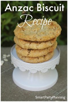 You can't have Australia Day without Anzac biscuits. For a delicious chewy Anzac biscuit recipe, try this one! Desserts To Make, Delicious Desserts, Dessert Recipes, Yummy Food, Tasty, Chewy Anzac Biscuits Recipe, Biscuit Recipe, Easy Family Meals, Family Recipes