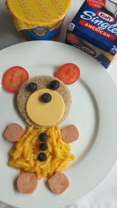 Kids Food Art is the best way to get picky eaters to eat their food. Cute bear for kids - Mama Maggie's Kitchen Cute Food Art, Creative Food Art, Food Art For Kids, Love Food, Food Kids, Fun Food, Quick Summer Meals, Summer Recipes, Toddler Meals