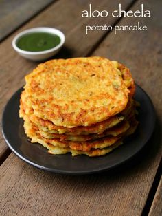 Aloo ka cheela or aloo chilla (Potato pancakes) Cake Recipes For Kids, Snack Recipes, Cooking Recipes, Vegetarian Breakfast Recipes, Sandwich Recipes, Vegetarian Food, Cooking Tips, Indian Breakfast, Breakfast For Dinner