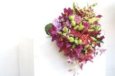 foto divulgação da Flor e Forma, buquê de orquídea, callas e lisianthus