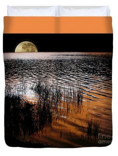 """Moon catching a glimpse of Sunset Queen (88"""" x 88"""") Duvet Cover"""