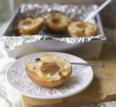 Manzanas asadas, receta chilena / Baked apples with dulce de leche  En mi cocina hoy