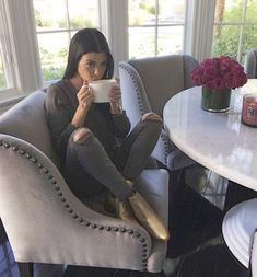 Love Kourtney Kardashian kitchen table & chairs / cozy kitchen / would do a wood. - Great Home Decorations Kitchen Table Chairs, Table And Chairs, Room Chairs, Dining Chairs, Wood Table, Lounge Chairs, Bag Chairs, Office Chairs, Home Interior Design