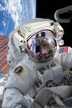 NASA astronaut Andrew Morgan conducts a spacewalk at the Port- 6 truss structure work. Astronauts In Space, Nasa Astronauts, Hubble Space Telescope, Space And Astronomy, Hubble Images, Hubble Pictures, Nasa Photos, Mission To Mars, Outer Space