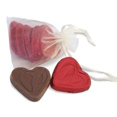 #Custom heart-shaped chocolate packaged in a pretty organza bag makes a lovely #wedding favor.