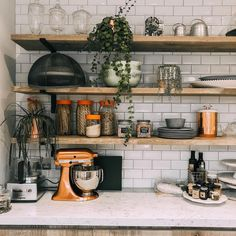 Home staging: 10 cheap tips to revamp your kitchen - My Romodel Kitchen Interior, New Kitchen, Copper Kitchen Decor, Orange Kitchen, Kitchen Ideas, Modern Kitchen Design, Home Staging, Kitchen Remodel, Sweet Home