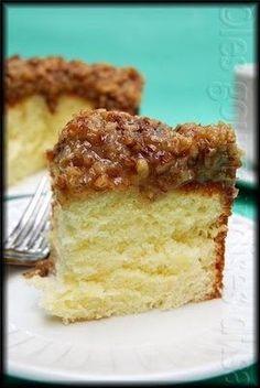 Le gâteau au lait chaud est l'un des plus simples gâteaux que je connaisse, qui se prépare en un rien de temps et peut servir de base à bea...