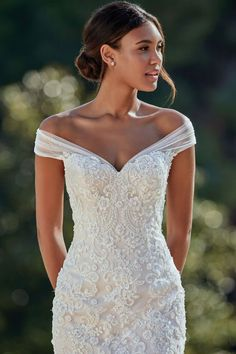 Amazing off the shoulder wedding dress #laceweddingdress #weddingdress