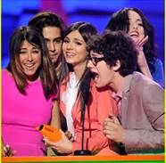 I want to giave a shout out to alla the victorious fans love you guys so much
