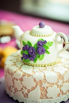 Teapot Cake Tutorial Watch The Easy Video Instructions Pretty Cakes, Beautiful Cakes, Amazing Cakes, Fondant Cakes, Cupcake Cakes, Cupcakes, Fondant Bow, Cupcake Frosting, Fondant Flowers