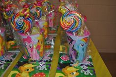 My Little Pony Party favors our birthday party! Tattoos, my little pony pencils, my little pony rings, star bursts, & glow bracelets inside. by beatrice My Little Pony Party, Cumple My Little Pony, My Lil Pony, Party Gift Bags, Party Gifts, Party Favors, Shower Favors, Shower Invitations, Wedding Favors
