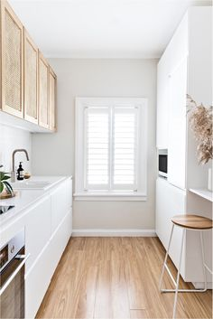 Interior designer Tim Connah and his partner Grae cleverly transformed their one-bedroom Manly apartment into a cool coastal abode. Design Apartment, Apartment Renovation, Apartment Kitchen, Men Apartment, Apartment Living, Küchen Design, House Design, Minimalist Kitchen, Cuisines Design