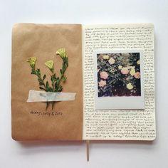 Fabriquer un herbier, faire sécher des fleurs dans un vieu livre, idée récup et recyclage Art Carnet, Journal Diary, Sketch Journal, Memory Journal, Love Journal, Diary Book, Art Diary, Artist Journal, Journal Ideas