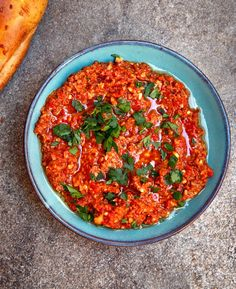 Muhammara (Paprikadipp med valnøtter fra Midtøsten) Turkish Recipes, Ethnic Recipes, Eastern Cuisine, Aleppo, Smoked Salmon, Nom Nom, Curry, Istanbul, Dips