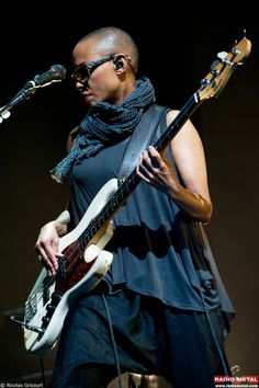Gail Ann Dorsey--pop, rock (see her with David Bowie, Gwen Stefani and in 2011-2012 on tour with Lenny Kravitz). Description from pinterest.com. I searched for this on bing.com/images