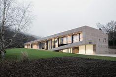 Slight Slope Long House / I/O Architects