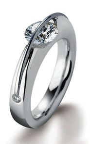 Sencillo. Elegante. Seriously awesome. But I feel for the jeweler who has to mount the diamond, looks very challenging.
