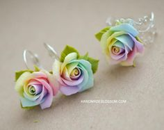 Handmade rainbow roses bobby pin, polymer clay rainbow rose, rainbow hair accessories, tie die wedding accessories, handmade fimo roses - New Ideas Polymer Clay Flowers, Polymer Clay Charms, Polymer Clay Earrings, Tie Dye Rainbow, Rainbow Loom, Rainbow Hair, Fimo Professional, Purple Wedding Jewelry, Wedding Yellow