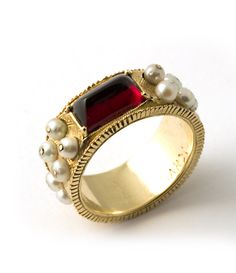 "18 kt. gold ""Byzantium"" ring with rhodolite garnet and pearls"