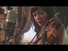 "Amanda Shires  ""Devastate"" (LIVE)"