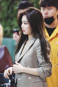 Jennie @ Gimpo Airport Dear My Queen Singer Fashion, Blackpink Fashion, Blackpink Jennie, Yg Entertainment, Korean Girl, Asian Girl, Rapper, Kim Jisoo, The Most Beautiful Girl
