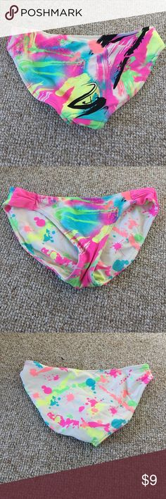 VS Reversible Bathing Suit Bottoms Size small. In great condition. Victoria Secret Swim