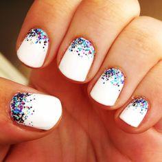 vernis blanc et paillettes nail art