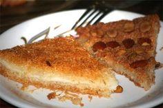 Los dulces egipcios tienen gran fama a nivel mundial, y no es por nada. Con ingredientes sencillos, generalmente valiéndose de la leche, la miel y el pan, los egipcios son capaces de preparar verdaderas maravillas para los amantes de los postres. En este caso, os presentamos Kunafa, de origen fatimí, actualmente típico de la gastronomía en Egipto. En el pasado, era muy común que se lo sirviera en las mesas del Imperio Otomano, en los Balcanes y en el Mediterráneo Oriental. El Kunafa requiere…