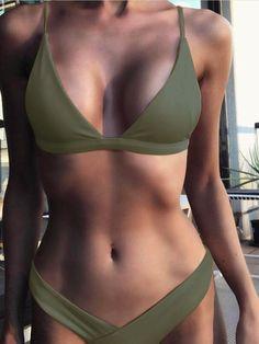 Army Green Basic Triangle Bikini Set with V-Neck .- Army Green Basic Triangel-Bikini-Set mit V-Ausschnitt Army Green Basic triangle bikini set with V-neck - Bikini Triangle, Bikini Push Up, Bikini Modells, Strap Bikini, Triangle Swimwear, Summer Bathing Suits, Bathing Suits One Piece, Cute Bathing Suits, Modest Swimsuits