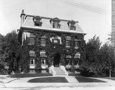 [ La maison de Mme John Redpath, rue Sherbrooke, Montr?al, QC, 1899 ]