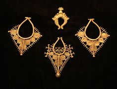 These 4 silver adornments are from Timor.The top one is sand cast. Ancient Jewelry, Antique Jewelry, Tribal Jewelry, Silver Jewelry, Unusual Jewelry, Nice Jewelry, Schmuck Design, Ancient Art, Statement Jewelry
