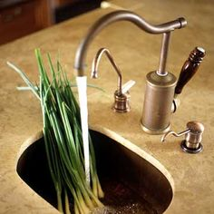 Must-Have Küchenausstattung A secondary sink can be a functional addition to a large kitchen or in an adjacent pantry area. Consider a bar sink for a second prep station, a butler's pantry, home theater, or basement rec room. - Own Kitchen Pantry Prep Kitchen, Kitchen Corner, Kitchen Ideas, Kitchen Reno, Kitchen Backslash, Corner Sink, Pantry Ideas, Kitchen Sinks, Kitchen Pantry